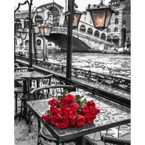 Красные розы на столике в кафе Раскраска картина по номерам акриловыми красками на холсте