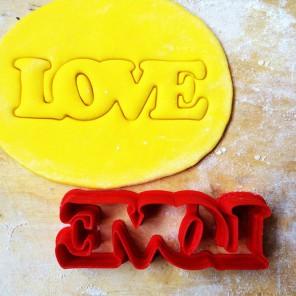 LOVE Форма для вырезания печенья и пряников